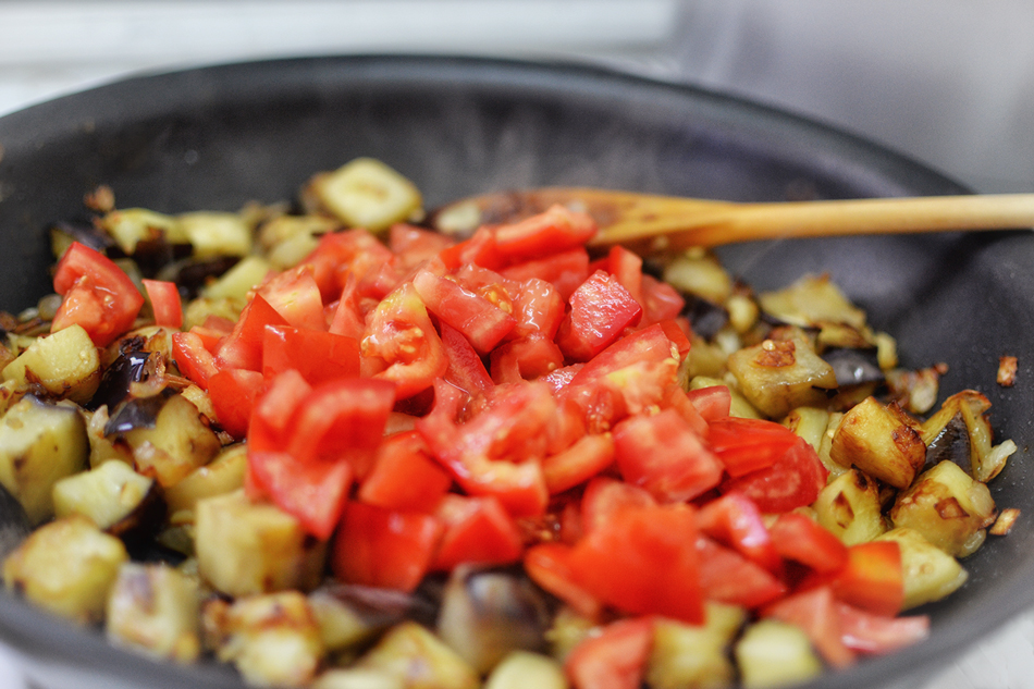 פשטידת פסטה עם עגבניות וחצילים