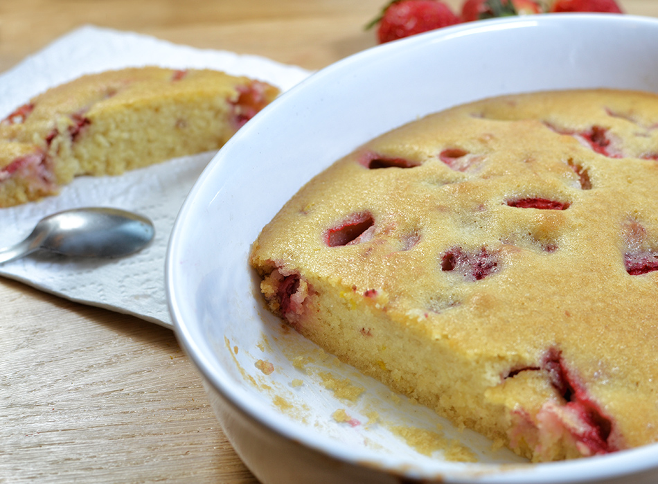עוגה בחושה עם תותים