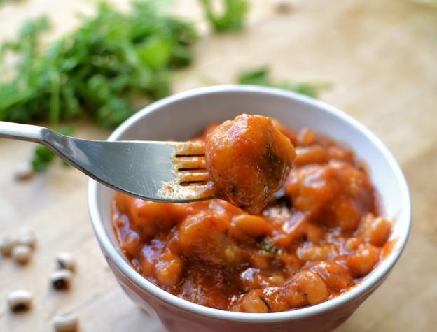 תבשיל לוביה עם קציצות סולת