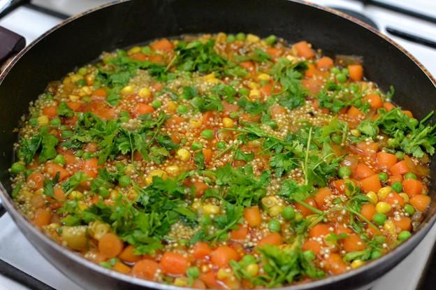 תבשיל קינואה וירקות