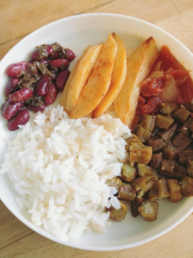 חורשט סבזי, אורז, במיה עם עגבניות, תפוחי אדמה