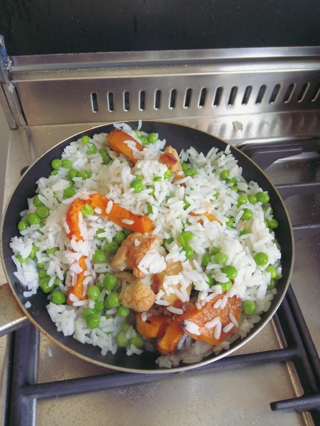 אורז עם אפונה וירקות אפויים