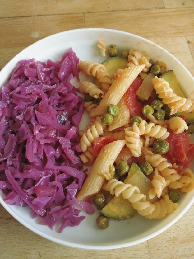 פסטה עם ירקות ותבשיל כרוב סגול