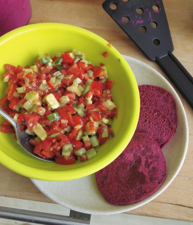 חביתיות סלק וסלט ירקות