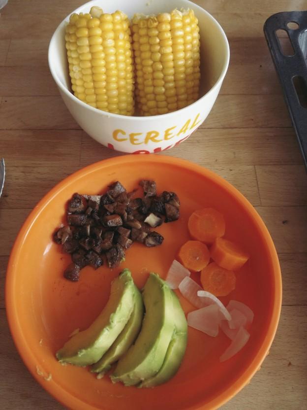 קלחי תירס, אבוקדו, פטריות וירקות