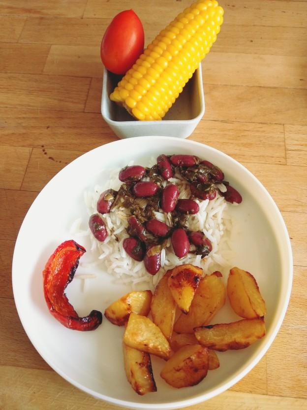 חורשט סבזי עם אורז, תפוחי אדמה ותירס