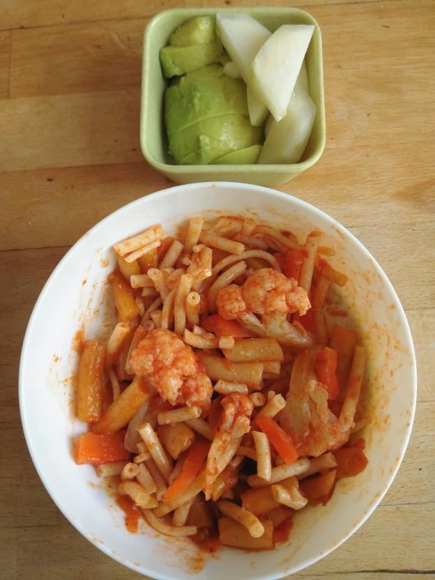 פסטה עם ירקות, אבוקדו וקולרבי